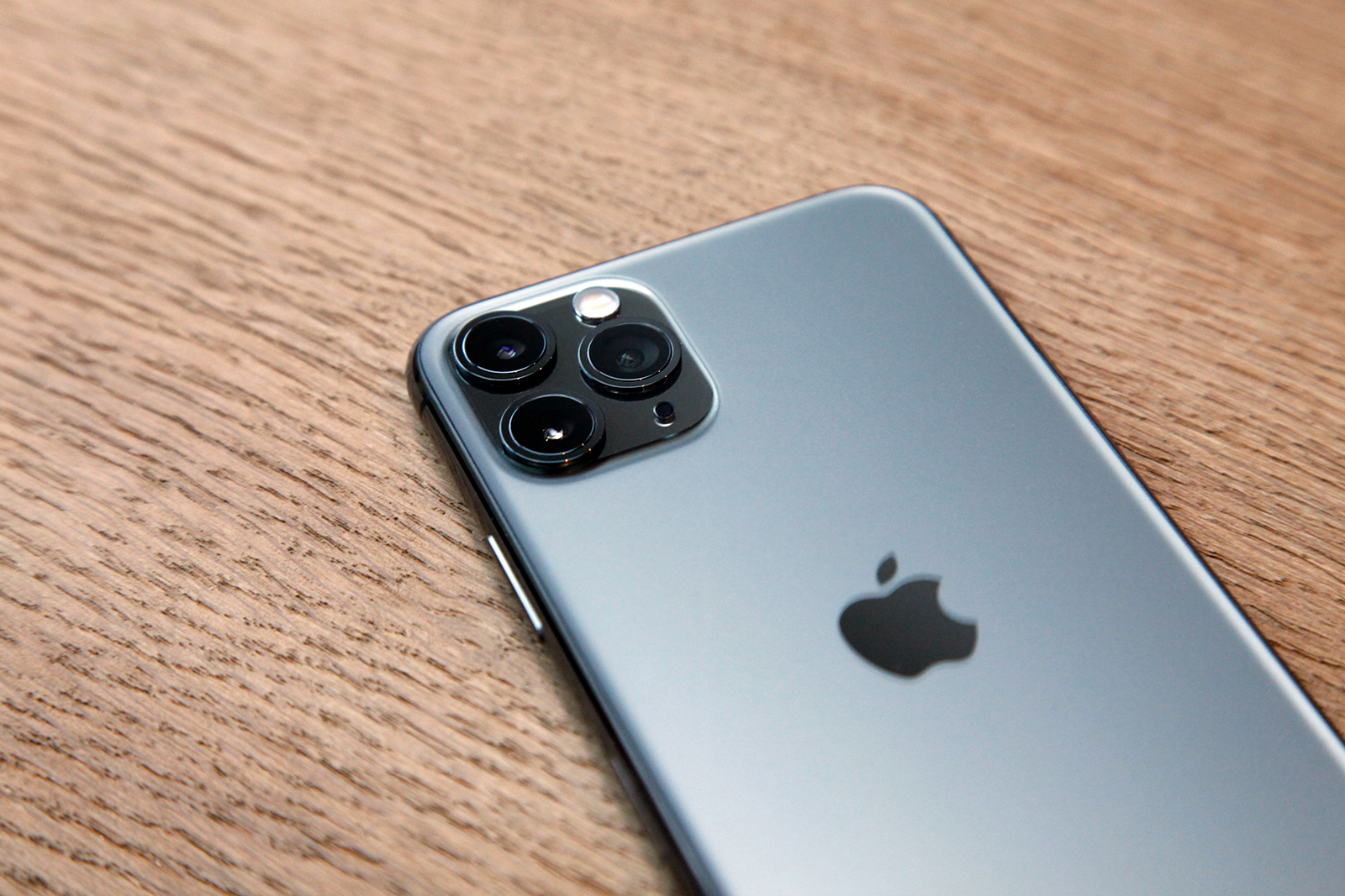 Photo battle between an iPhone 11 Pro and a $7,500 DSLR might surprise you