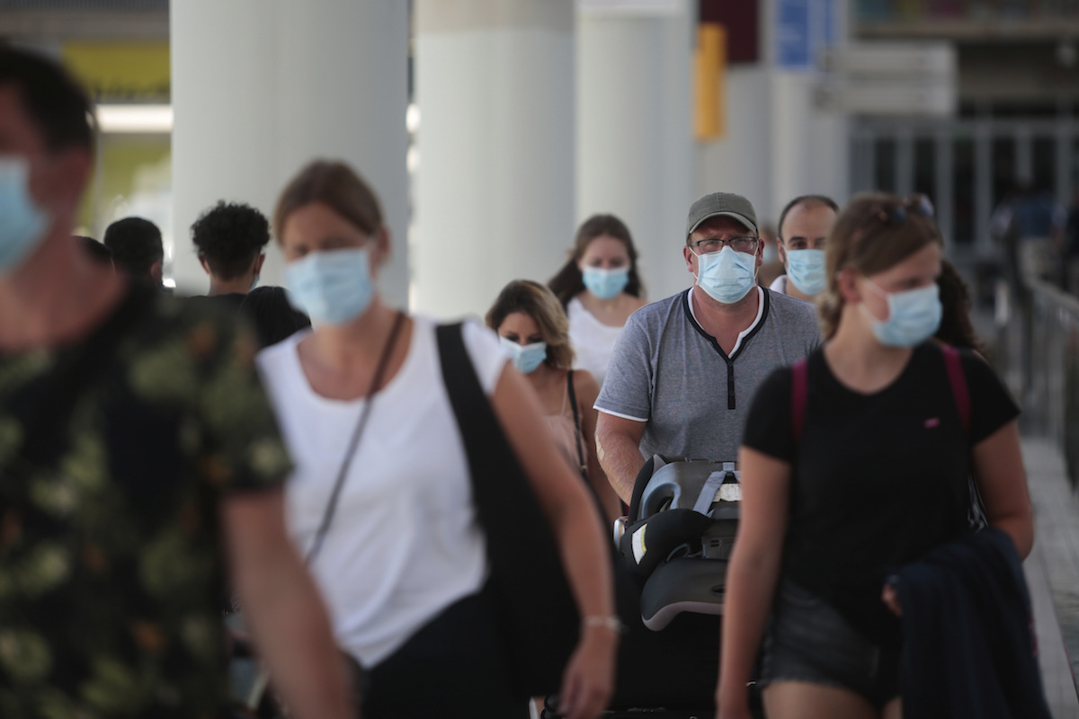 Lunatics like this anti-masker are the reason the coronavirus spread is out of control