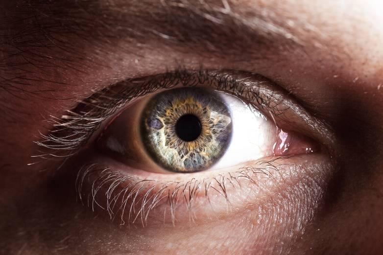 contact lens robot