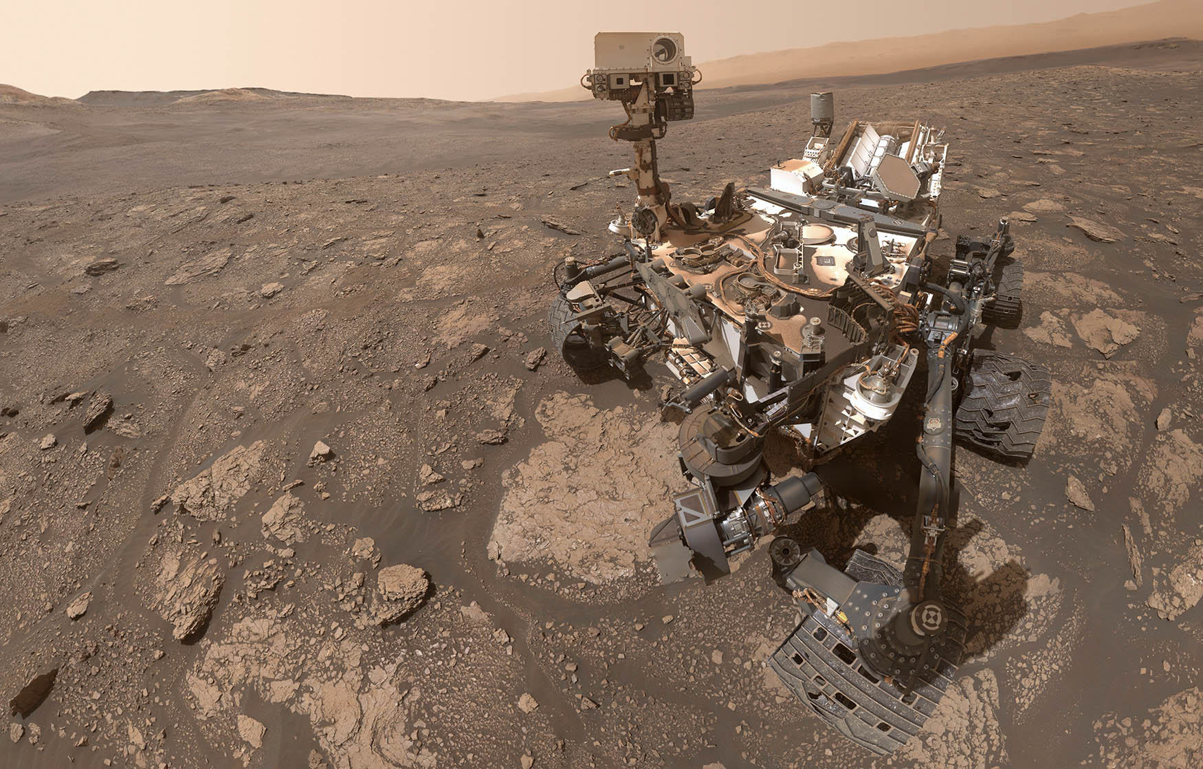 NASA's Curiosity rover snaps gorgeous selfie as Perseverance nears