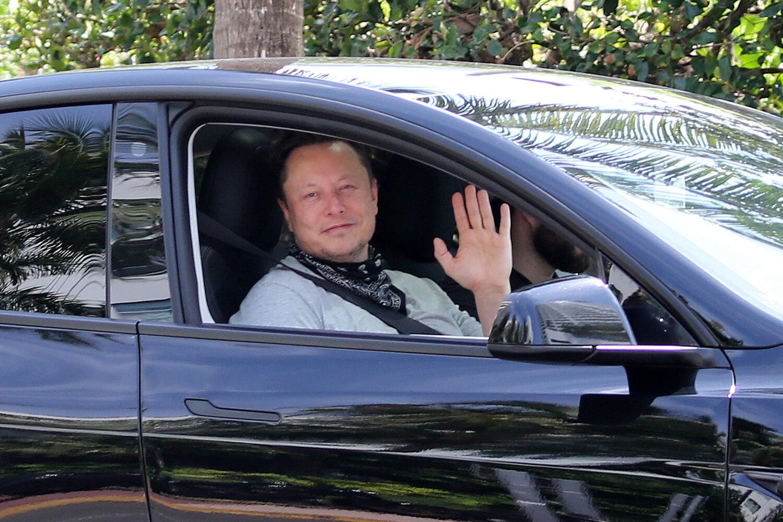 Elon Musk just took a swipe at President Biden after successful SpaceX landing - BGR