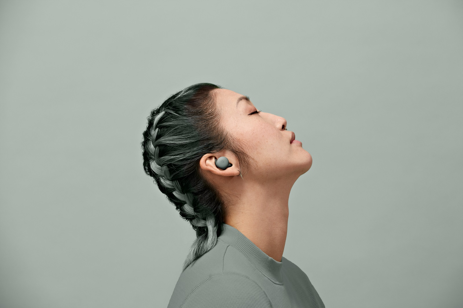 Pixel-Buds-A-Series_Lifestyle-2