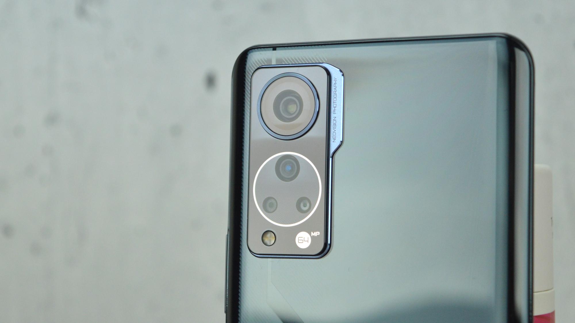 ZTE Axon 30 Camera