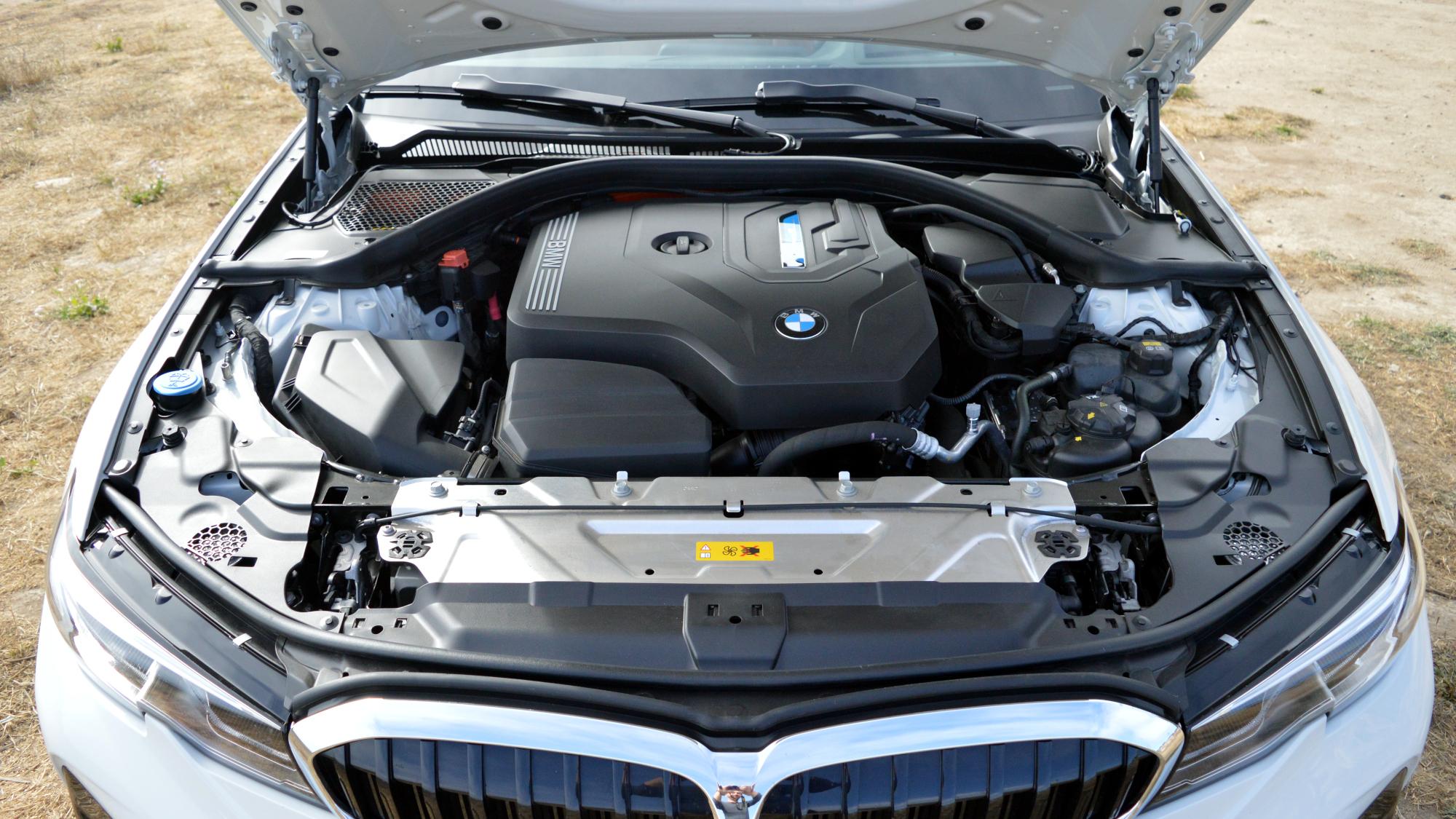 BMW 330e Engine
