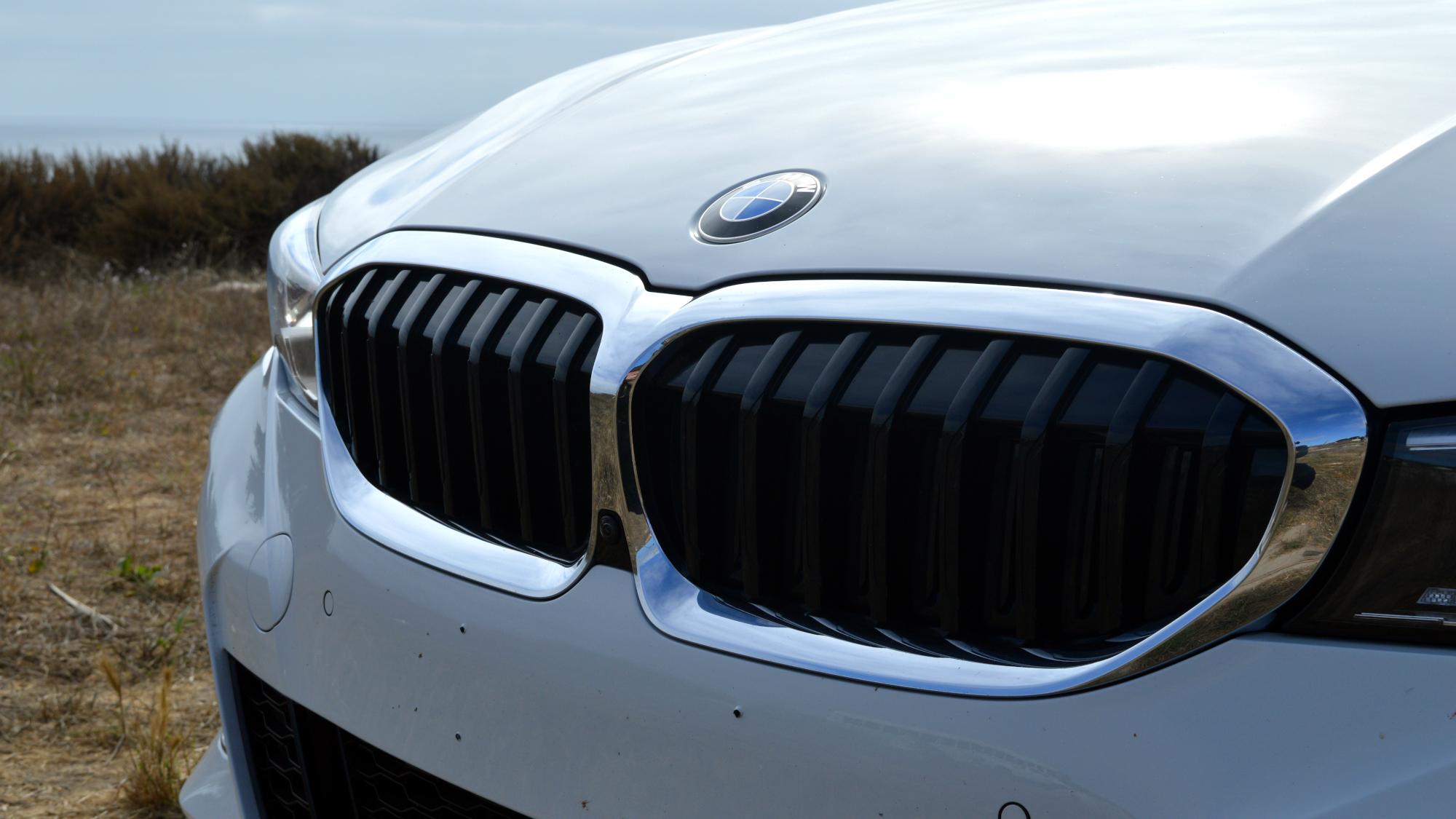 BMW 330e Grille
