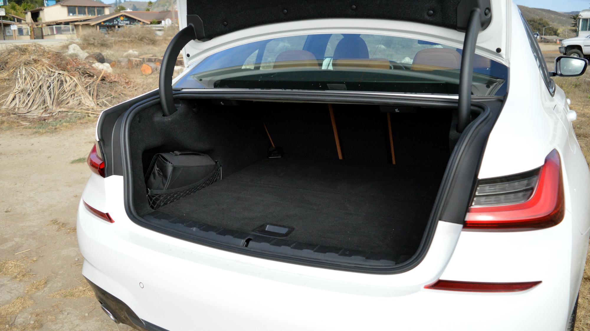 BMW 330e Trunk